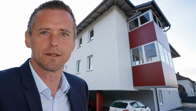 In Bürmoos ermöglichte Peter Eder günstige Wohnungen via Baurecht. Das Grundstück gehört der Gemeinde. (Bild: Markus Tschepp)