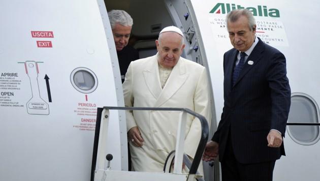 Bis auf Weiteres im Vatikan gestrandet: Papst Franziskus (Bild: AFP PHOTO/SEBASTIEN BOZON)