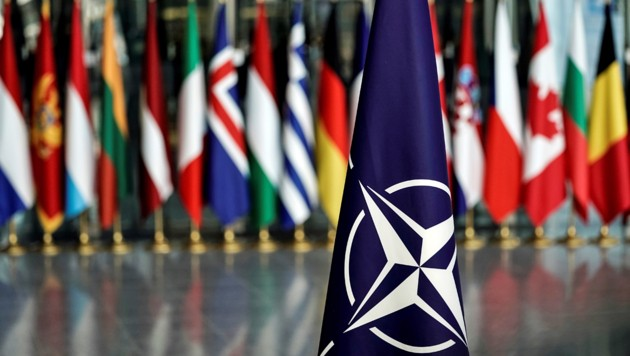 Weitgehende Maßnahmen werden von der NATO wohl vorerst nicht kommen. (Bild: APA/AFP/KENZO TRIBOUILLARD)