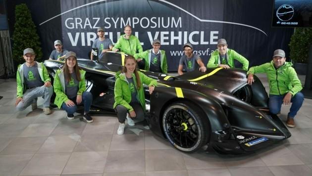 """Das """"Autonomous Racing Team"""" aus Graz, bestehend aus klugen Köpfen des TU-Instituts für Regelungs- und Automatisierungstechnik und von Virtual Vehicle. Das rein computergesteuerte """"Robocar"""" hält mit 282,4 km/h derzeit den Weltrekord."""