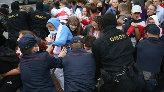 Bei Studentenprotesten in Weißrussland sollen nach Angaben von Aktivisten bis zu 80 Personen festgenommen worden sein. (Bild: AP)