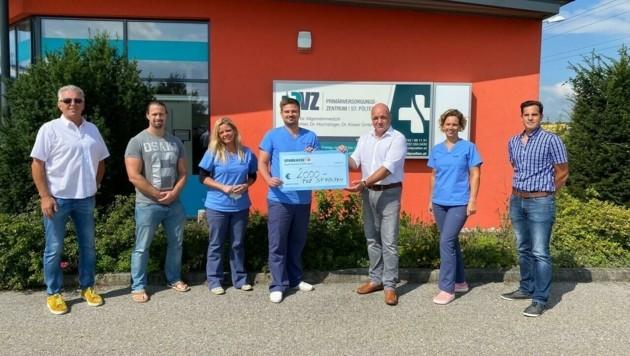 Die Mediziner spendeten 2000 Euro an den Förderverein Kinderreha von Markus Wieser (3. v. r.).