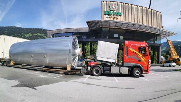 300 Rohre mussten für die fünf neuen Tanks in der Produktionsstätte verlegt werden. (Bild: Zillertal Bier)