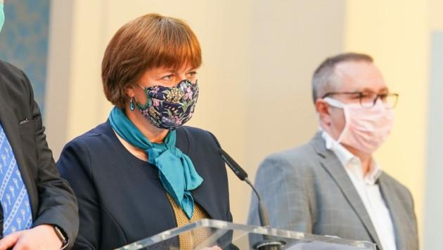 Jarmila Razova ist als Oberste Gesundheitsbeamtin eine der wesentlichsten Berater der Tschechischen Regierung - nun hat sie sich selbst mit dem Virus angesteckt. (Bild: vlada.cz)