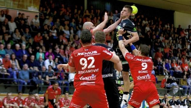 Die Handballer der HSG Graz rund um Nemanja Belos haben am Wochenende Pause. (Bild: GEPA pictures)