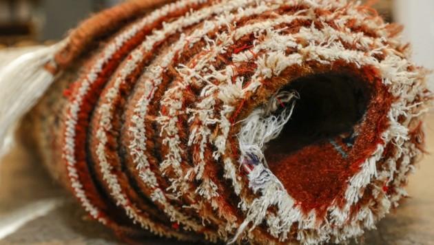 Der Teppich saugte Blut auf, das aus mehreren Stichwunden floss. (Bild: Tschepp Markus)