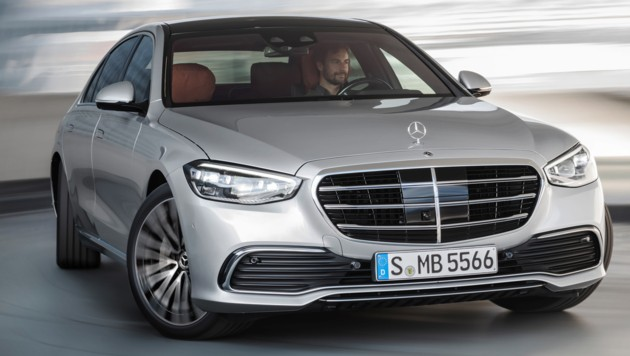 Die Hinterräder können bis zu zehn Grad mitlenken - das reduziert den Wendekreis um zwei Meter. (Bild: Daimler)