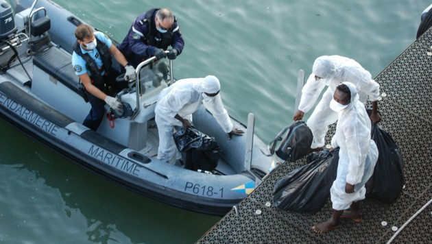 Am Mittwoch haben mindestens 409 Migranten in kleinen Booten den Ärmelkanal nach England überquert. (Bild: AFP )