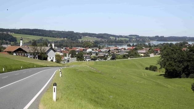 Ab Freitag, 18 Uhr, ist der Kreisverkehr in Obertrum Nord (auf Höhe Lagerhaus) gesperrt. (Bild: ANDREAS TROESTER)