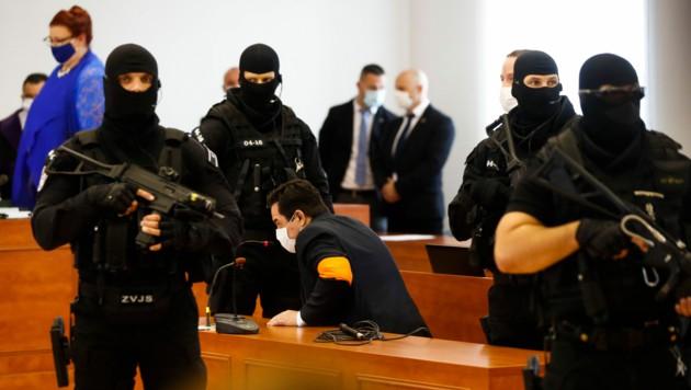 Marian Kocner wurde vor der Urteilsverkündung von bewaffneten Spezialkräften der Polizei bewacht.