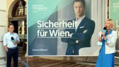 Peter L. Eppinger und Bernadette Arnoldner präsentierten am Donnerstag die ersten Sujets der Wiener ÖVP für die bevorstehende Wien-Wahl. (Bild: APA/HERBERT PFARRHOFER)