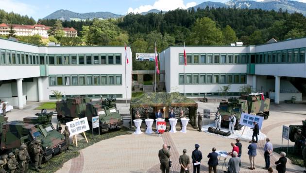 """Präsentation des BvS10 """"Hägglunds"""" in der Walgaukaserne in Bludesch. (Bild: Mathis Fotografie)"""