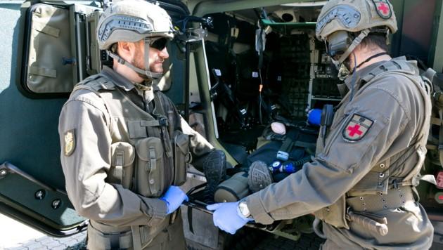 Abtransport von Verletzten im neuen Gefechtsfahrzeug. (Bild: Mathis Fotografie)