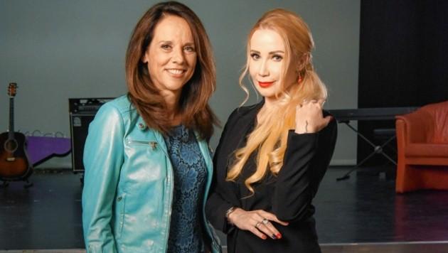 "Talk-Lady Vera Russwurm mit Ballerina und ""Dancing Stars""-Jurorin Karina Sarkissova (Bild: ORF)"