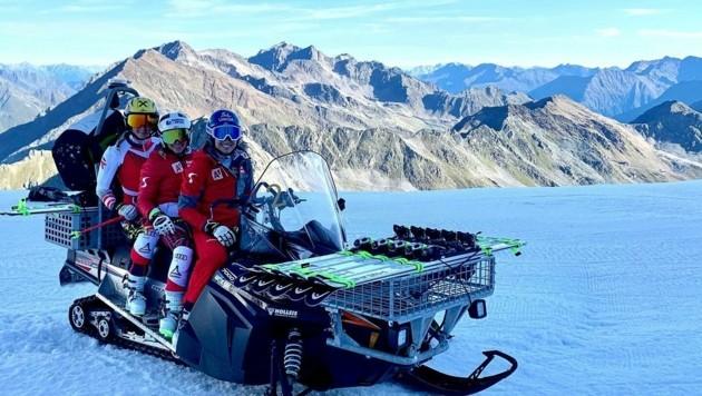 Nina Ortlieb (li.) und Michaela Heider (M.) freuten sich über das Comeback ihrer Head-Markenkollegin Christine Scheyer am Söldener Gletscher. (Bild: Nina Ortlieb/Facebook)