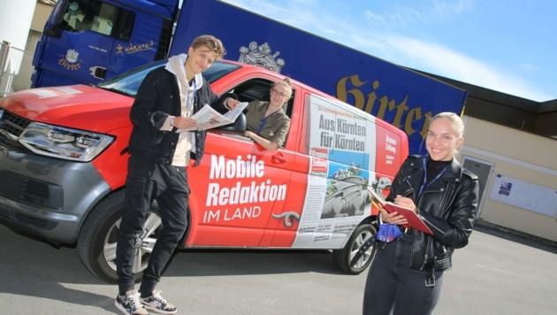 """Mit der mobilen Redaktion unterwegs: Matteo Newart und Hannah Tilly (re.) mit """"Krone""""-Redakteurin Clara. (Bild: Hronek Eveline)"""