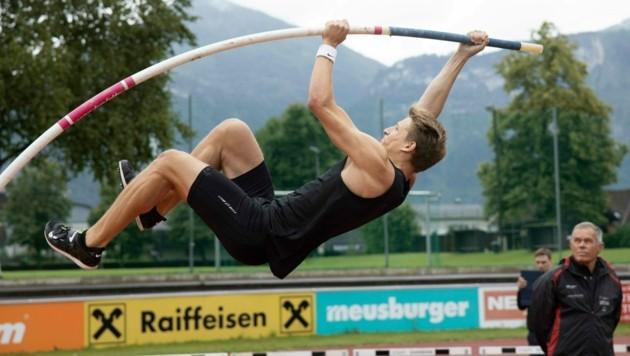 Der Nofler Daniel Bertschler schaffte im Stabhochsprung eine persönliche Freiluft-Bestleistung. (Bild: Maurice Shourot)