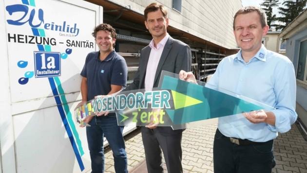 Bürgermeister Koza (M.) mit ortsansässigen Unternehmern (Bild: Judt Reinhard)