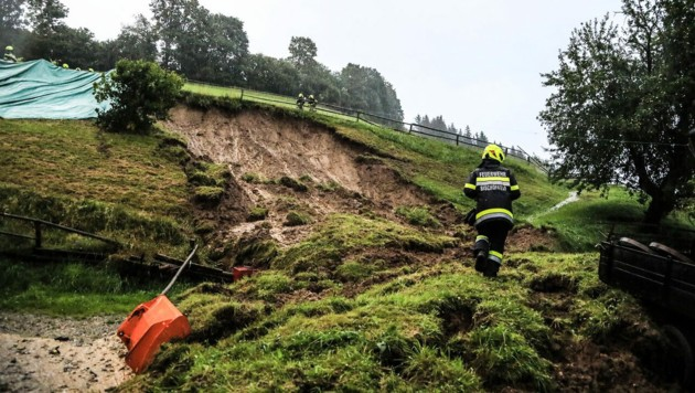 Im obersteirischen Bezirk Murtal kam es zu kleinräumigen Überflutungen und Hangrutschungen. (Bild: APA/THOMAS ZEILER)