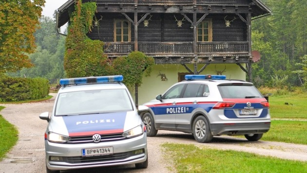 Welfenprinz Ernst August (kl. Bild oben) wurde am Montag in seiner Jagdhütte im schönen Almtal festgenommen.