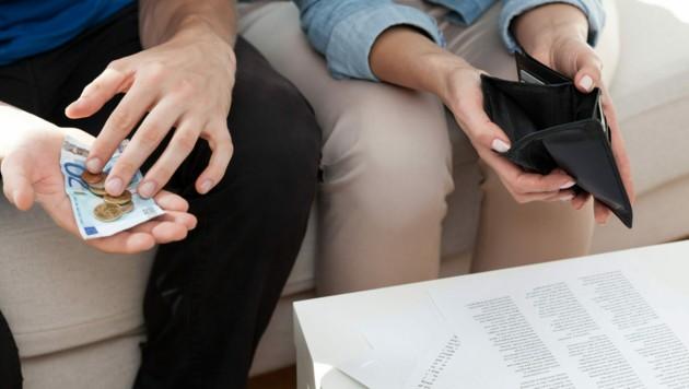 Wenn die Lebenserhaltungskosten kaum mehr zu stemmen sind, müssen sich Arbeitslose hierzulande oft Hilfe bei Familie oder Freunden holen. (Bild: ©Photographee.eu - stock.adobe.com (Symbolbild))