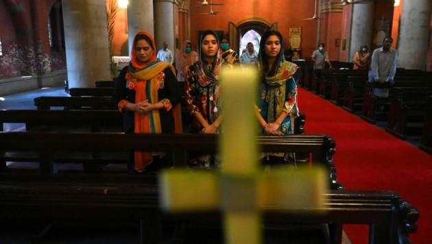Obwohl Christen nach den Hindus die zweitgrößte religiöse Minderheit in Pakistan sind, herrschen dort strenge islamistische Gesetze, die oft gegen Christen angewendet werden. (Bild: AFP)