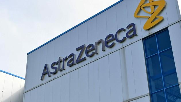 AstraZeneca hat einen vielversprechenden Impfstoff in der dritten Testphase, musste nun aber unterbrechen. (Bild: AFP)