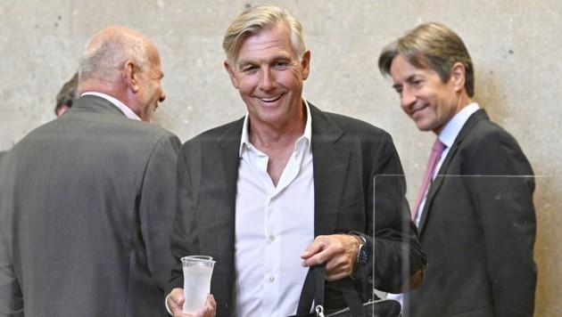(v.l.), Anwalt Manfred Ainedter, Angeklagter Walter Meischberger, Angeklagter Karl Heinz Grasser (Bild: APA/HANS PUNZ)