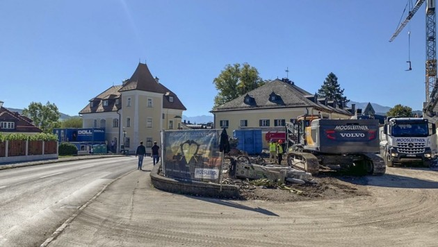 Großbaustelle in Anif: Teile es Hotels Friesacher wurden bereits abgerissen. (Bild: Tschepp Markus)