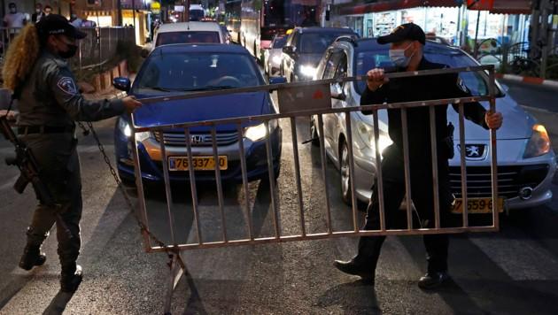 Aufgrund von Rekordwerten bei den Neuinfektionen berichten israelische Medien, dass ein einmonatiger vollständiger Lockdown bevorstehen könnte. (Bild: AFP )