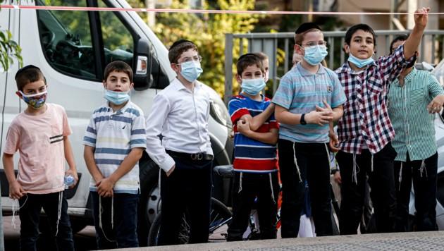 Am vergangenen Wochenende verzeichnete Israel kurz nach Beginn des neuen Schuljahres insgesamt mehr als 1000 Menschen, die an Covid-19 verstorben sind.