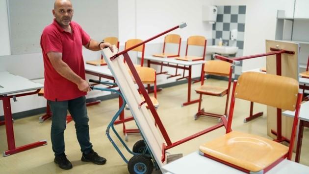Thomas Erhart bereitet Klassen im BRG Auhof vor (Bild: Wenzel Markus)