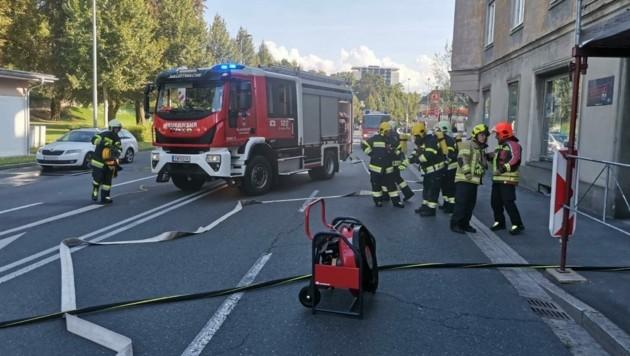 Berufsfeuerwehr und FF Hauptwache standen im Einsatz.