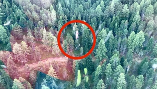 Der Kreis markiert jene Stelle, an der das Flugzeug abgestürzt ist. (Bild: ARA Flugrettung)
