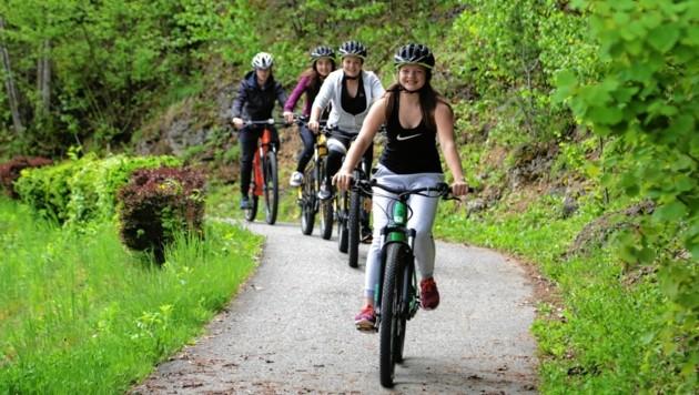 """Radfahrer bekommen in St. Kanzian einen """"Bike Break""""."""