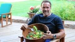"""Arnie ganz privat: """"Ich esse 80 Prozent weniger Fleisch als früher!"""" (Bild: The Schwarzenegger Climate Initiative)"""