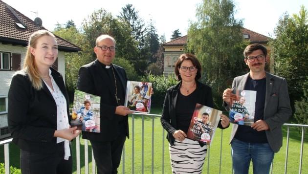 Bischof Glettler und Plankensteiner-Spiegel (Mi.) mit Religionslehrerin Anna Kraml und Roman Sillaber (Katholische Jugend). (Bild: DIBK)