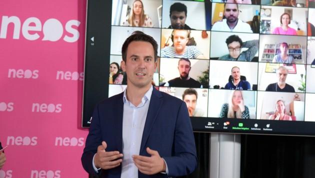 NEOS-Spitzenkandidat Christoph Wiederkehr beim Wahlkampfauftakt zur Wien-Wahl. (Bild: APA/HERBERT PFARRHOFER)