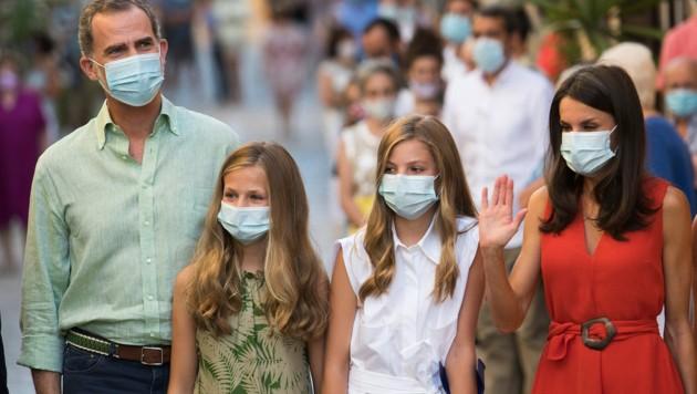 König Felipe VI und seine Frau, Königin Letizia, mit ihren Töchtern Sofia und Leonor (rechts) (Bild: AFP)
