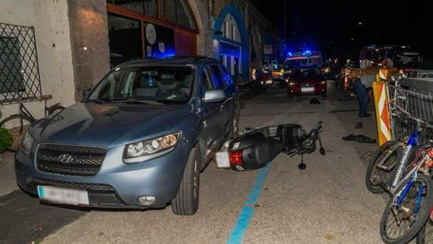 Der Lenker krachte ungebremst in eine Baustelle und wurde schwer verletzt. (Bild: Zeitungsfoto.at/Team)