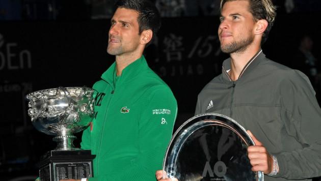 Dominic Thiem (re.) nach dem verlorenen Australian-Open-Finale gegen Novak Djokovic 2020 (Bild: APA/AFP/Greg Wood)