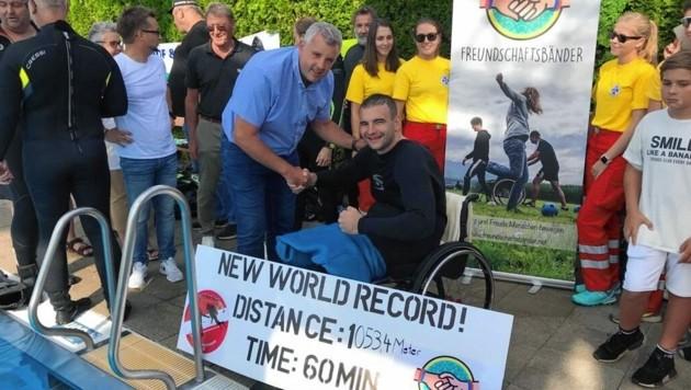 Athlet Christoph Schaschl nach dem geglückten Weltrekord. (Bild: Stadtpresse Wolfsberg)