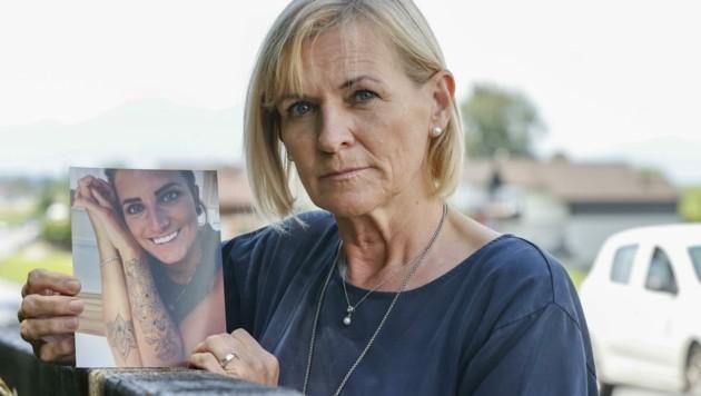 Im Juni veranstaltete die Mutter eine Mahnwache für ihre tödlich verunglückte Tochter (Bild: Tschepp Markus)