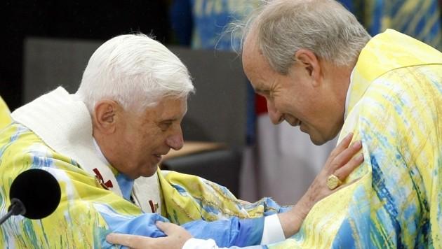 Schönborn galt auch als möglicher Nachfolger von Papst Benedikt, den er öfter in Rom besucht hat. (Bild: APA/HANS KLAUS TECHT)