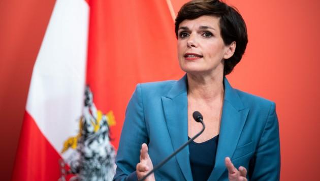 Pamela Rendi-Wagner findet einige Kritikpunkte am Corona-Management der Bundesregierung. (Bild: APA/GEORG HOCHMUTH)