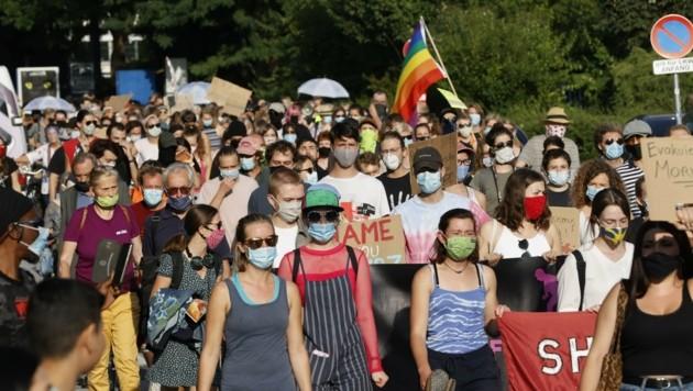 Die knapp 300 Demonstranten forderten ein Umdenken der Bundesregierungerung (Bild: Tschepp Markus)