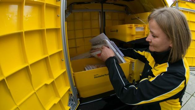 Derzeit wird die Post in Deutschland an sechs Tagen pro Woche zugestellt. (Bild: APA/dpa/Swen Pförtner)