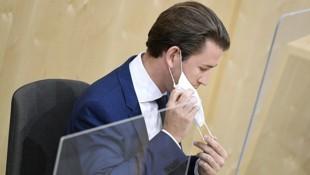 Bundeskanzler Sebastian Kurz (ÖVP) meldete sich nach seiner Rede noch einmal zu Wort, um sich gegen die heftigen Attacken der SPÖ zu wehren. (Bild: APA/ROBERT JAEGER)