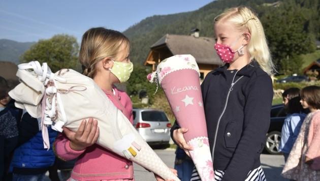 Emma (l.) und Keana freuten sich auf den ersten Schultag in St. Michael. (Bild: Holitzky Roland)