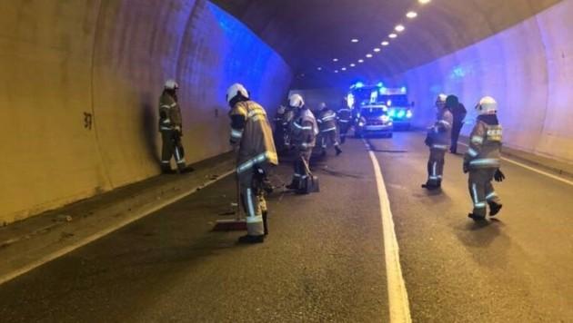 Die freiwillige Feuerwehr Schwarzach räumte nach dem Unfall auf. (Bild: Freiwillige Feuerwehr Schwarzach)